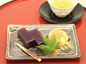 紫芋羊羹アイスクリーム添えきな粉黒蜜ソース_R