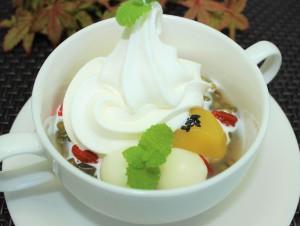 緑豆と栗の冷しぜんざい ソフトクリーム添え