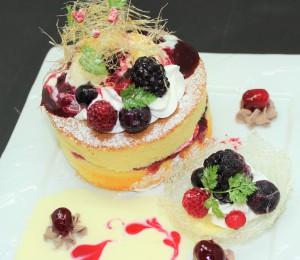 Very Berry厚焼きパンケーキ 自家製Berryソース